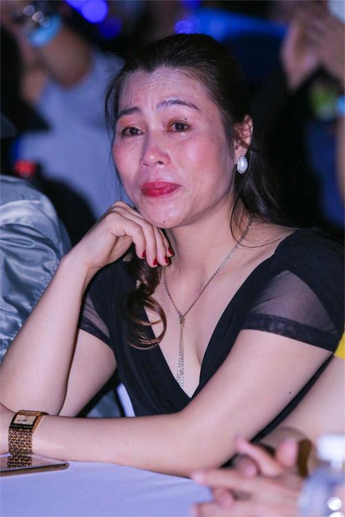 Sơn Tùng khiến mẹ bật khóc như mưa - 3