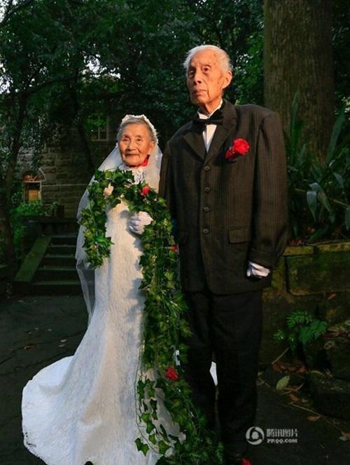 Cặp đôi tái tạo ảnh cưới nhân kỷ niệm 70 năm ngày cưới - 2