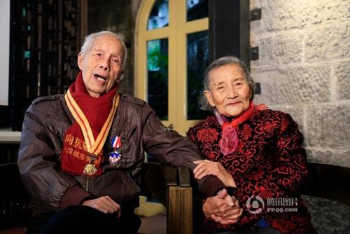Cặp đôi tái tạo ảnh cưới nhân kỷ niệm 70 năm ngày cưới - 8