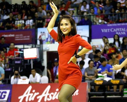 """Người đẹp Thái Lan """"đốt nóng"""" sân bóng rổ Việt Nam - 6"""