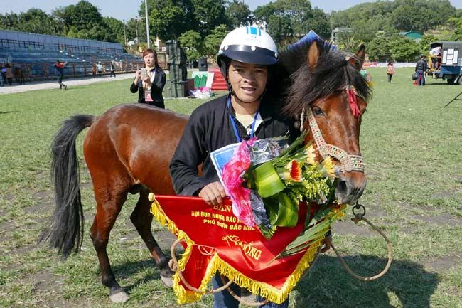 Ảnh: Khoảnh khắc chiến thắng của những nài ngựa nông dân - 4