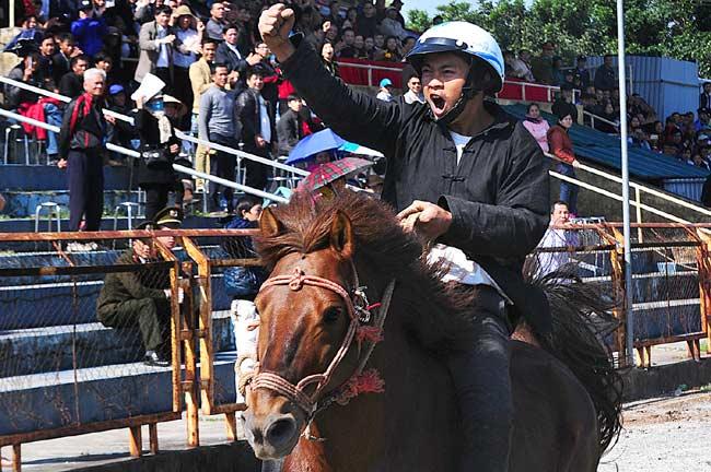 Ảnh: Khoảnh khắc chiến thắng của những nài ngựa nông dân - 7