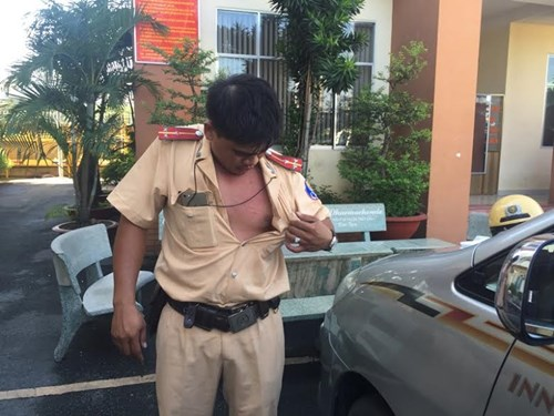 Khởi tố, bắt giam tài xế đạp CSGT văng xuống đường - 3