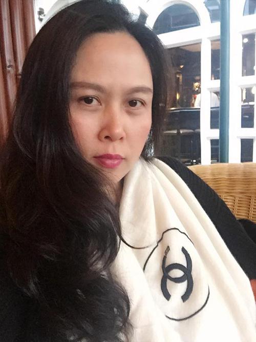 Facebook sao 7/12: Hà Hồ khoe ảnh ôm hôn trai trẻ - 2