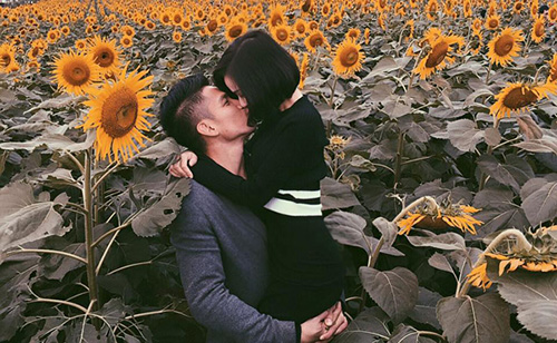 Facebook sao 7/12: Hà Hồ khoe ảnh ôm hôn trai trẻ - 13