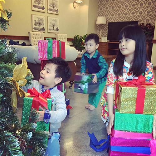 Facebook sao 7/12: Hà Hồ khoe ảnh ôm hôn trai trẻ - 3