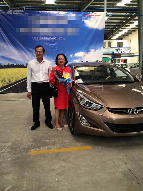 Facebook sao 7/12: Hà Hồ khoe ảnh ôm hôn trai trẻ - 5