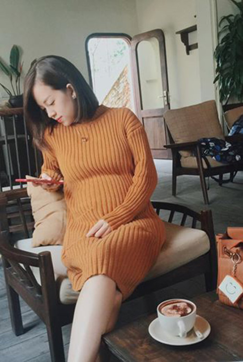 Facebook sao 7/12: Hà Hồ khoe ảnh ôm hôn trai trẻ - 6