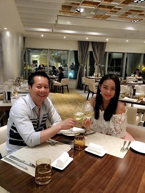 Facebook sao 7/12: Hà Hồ khoe ảnh ôm hôn trai trẻ - 8