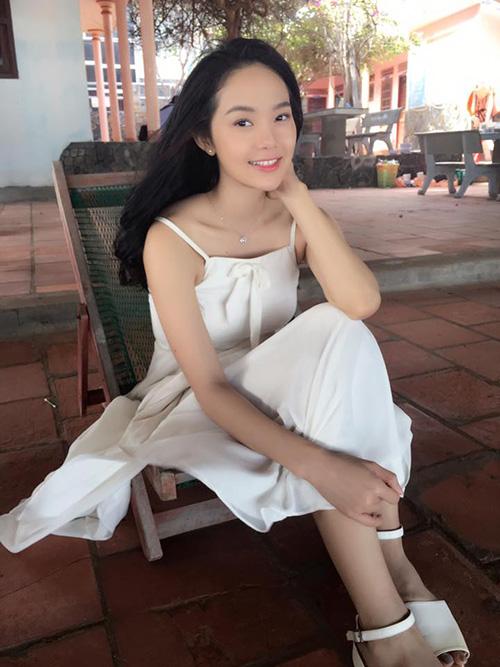 Facebook sao 7/12: Hà Hồ khoe ảnh ôm hôn trai trẻ - 11