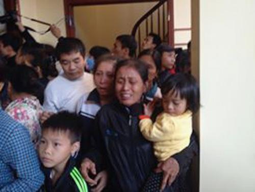 Thảm án ở Thạch Thất: Khóc ngất bên thi thể 2 bố con - 3
