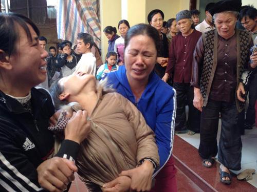Thảm án ở Thạch Thất: Khóc ngất bên thi thể 2 bố con - 4