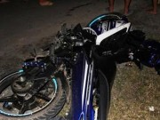 Tin tức trong ngày - Xe máy đấu đầu xe tải, 3 người chết thảm