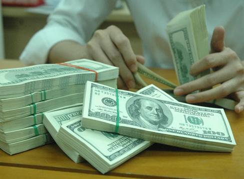 Giá USD trong nước lại có nguy cơ tăng kịch trần - 1