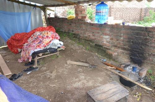 Bên trong túp lều của nghi can vụ giết người ở Thạch Thất - 3