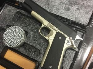 An ninh Xã hội - Phát hiện 2 khẩu súng trong hành lý thất lạc ở sân bay