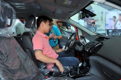 """Người Việt mua ô tô tăng cao""""chóng mặt"""" - 1"""