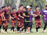 Bóng đá - Đội tuyển U-23 Việt Nam: Rèn luyện dưới 'bão'
