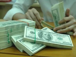 Tài chính - Bất động sản - Giá USD trong nước lại có nguy cơ tăng kịch trần
