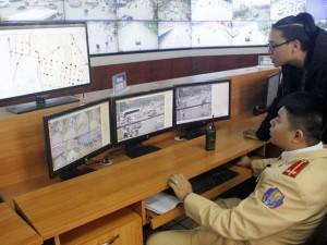 Tin tức trong ngày - Hàng chục tài xế lên trụ sở CSGT xem clip rồi… nộp phạt