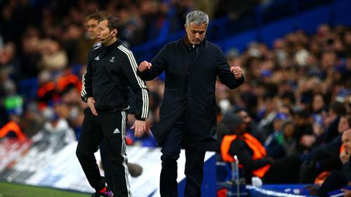 Chelsea nhất bảng, Mourinho vẫn xin lỗi CĐV - 1