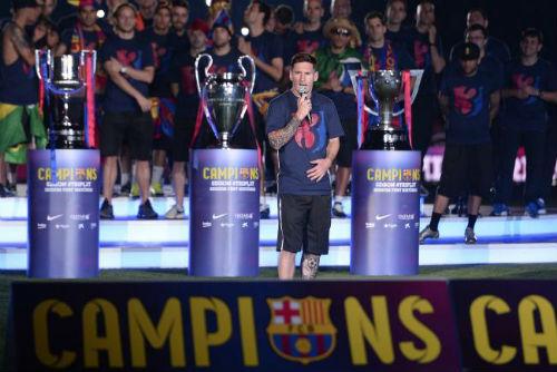 Mayweather vượt Messi – CR7 trên Facebook 2015 - 2