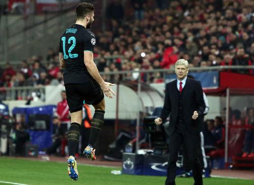 Giroud lập đại công, Wenger vẫn cho rằng Arsenal may - 1