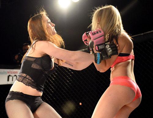 Nữ võ sĩ mặc bikini siêu mỏng, đấm đá tơi bời trên võ đài - 4