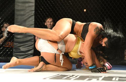 Nữ võ sĩ mặc bikini siêu mỏng, đấm đá tơi bời trên võ đài - 13