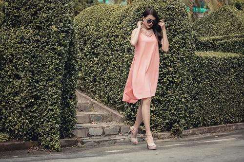 1449718796 1449716593 untitled 10041 Diện váy suông xuống phố thời trang như á hậu Lệ Hằng