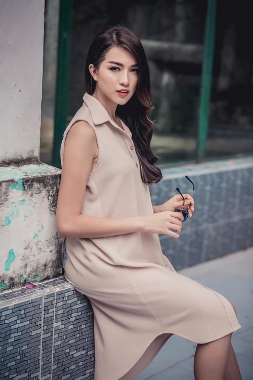 1449718796 1449716782 untitled 10272 Diện váy suông xuống phố thời trang như á hậu Lệ Hằng