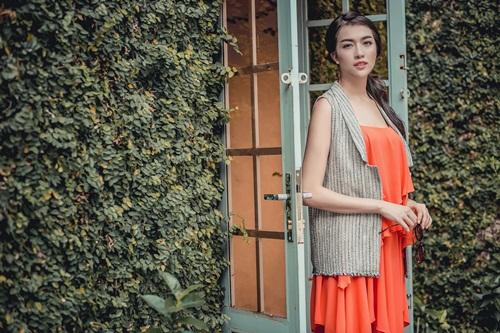 1449718797 1449717180 untitled 10359 Diện váy suông xuống phố thời trang như á hậu Lệ Hằng
