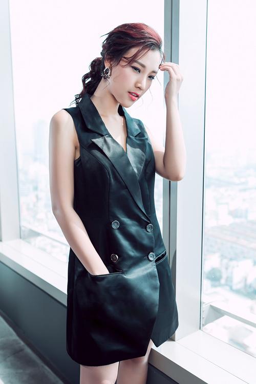 1449722304 1449718545 untitled 18523 Á hậu Hoàng Oanh khoe khéo phụ kiện hàng hiệu