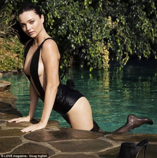 1449729882 1449718044 a9 Miranda Kerr cực gợi cảm với áo tắm táo bạo