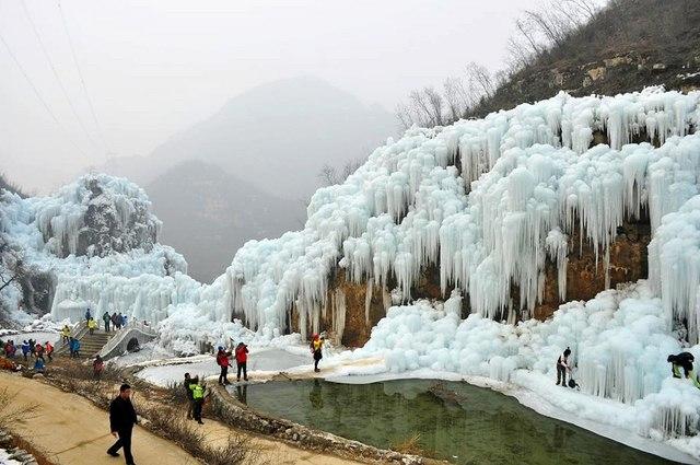 Đẹp mê hồn cảnh thác nước đóng băng ở Trung Quốc - 4