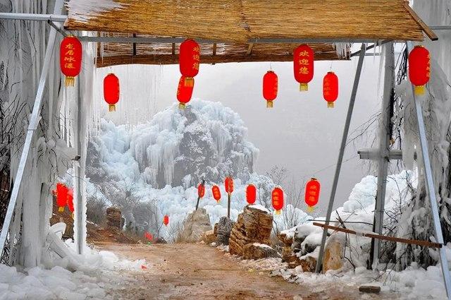 Đẹp mê hồn cảnh thác nước đóng băng ở Trung Quốc - 1