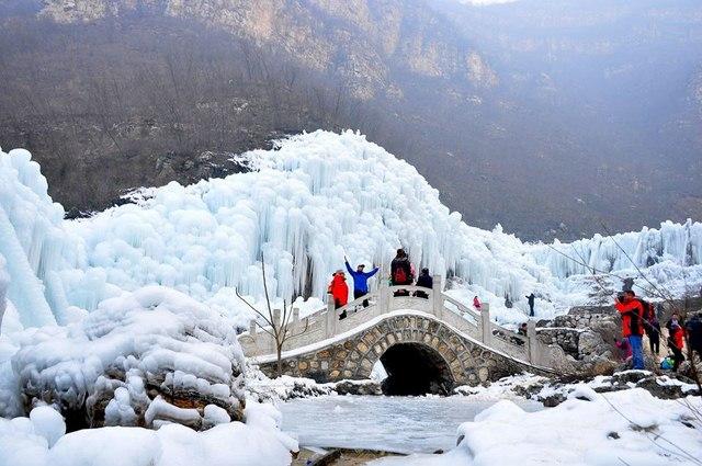 Đẹp mê hồn cảnh thác nước đóng băng ở Trung Quốc - 5