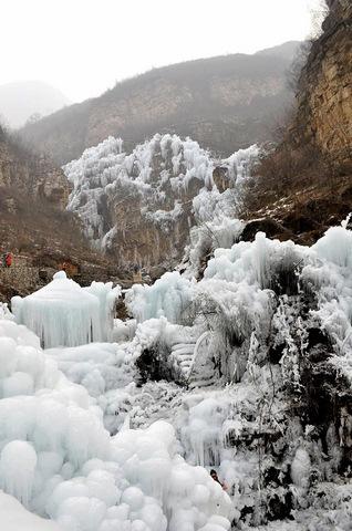 Đẹp mê hồn cảnh thác nước đóng băng ở Trung Quốc - 6