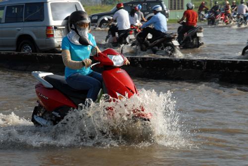 TP.HCM: Trạm bơm thoát nước... gây ngập hơn 300 hộ dân - 1