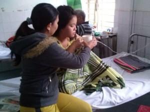 Tin tức Việt Nam - Đốt than sưởi ấm, con chết, cha mẹ hôn mê
