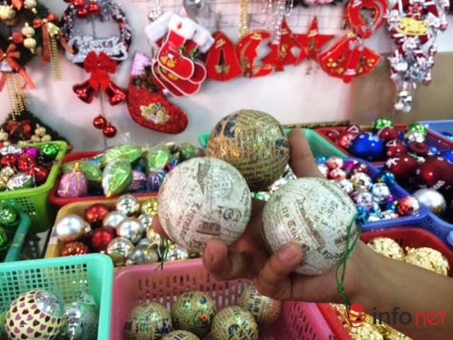 """Thị trường Noel: Thông """"tứ sắc"""" rực rỡ giá rẻ tràn ngập - 10"""