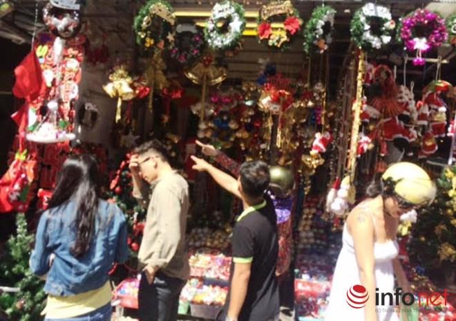 """Thị trường Noel: Thông """"tứ sắc"""" rực rỡ giá rẻ tràn ngập - 12"""