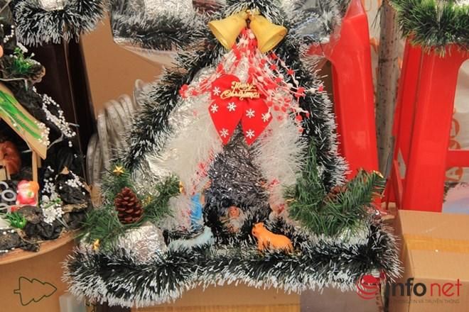 """Thị trường Noel: Thông """"tứ sắc"""" rực rỡ giá rẻ tràn ngập - 4"""