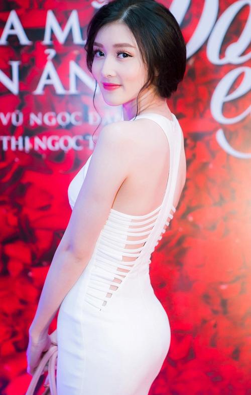 1449796870 1449744779 6 1001 kiểu khoe lưng mướt mắt nhất showbiz Việt 2015