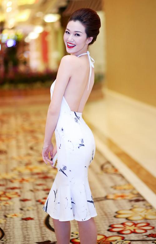 1449796871 1449744779 2 1001 kiểu khoe lưng mướt mắt nhất showbiz Việt 2015