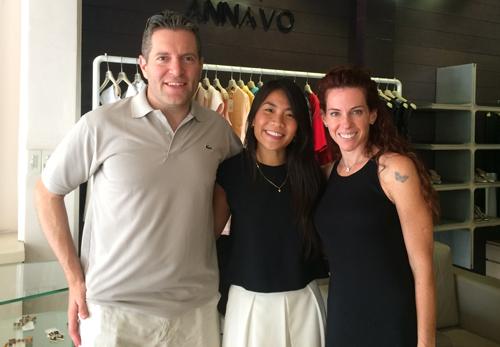 1449806334 1449805831 senator and wife visit shop Gặp cô gái Việt thiết kế đồ cho thượng nghị sĩ Mỹ