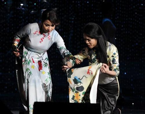 Những sự cố nhớ đời của sao Việt trên sân khấu 2015 - 8