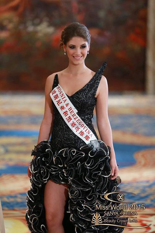 1449818959 1449816357 vay1 Váy của Lan Khuê lọt top 10 thiết kế dạ hội đẹp nhất
