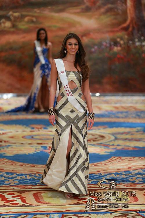 1449818959 1449816357 vay6 Váy của Lan Khuê lọt top 10 thiết kế dạ hội đẹp nhất