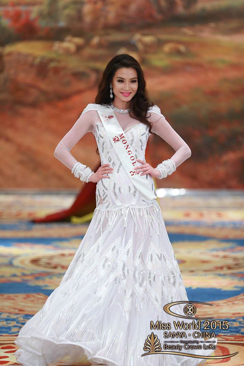 1449818959 1449816357 vay7 Váy của Lan Khuê lọt top 10 thiết kế dạ hội đẹp nhất